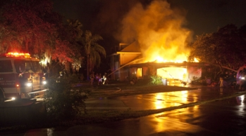 firefighters from west manatee fire rescue along with assistance from the cedar hammock fire rescue and bradenton fire department responded nov  anna maria island news  fire damages northwest bradenton home      rh   islander org