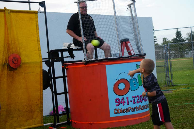 Restraunt Night Dunk Island: HBPD Puts On National Night Out, Gives Out 100 Bikes